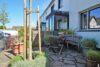 CITYHOUSE: Schönes, saniertes Eckreihenhaus mit gepflegtem Garten, 2 Terrassen, Keller, Garage - Vorgarten/Terrasse