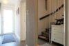 CITYHOUSE: Schönes, saniertes Eckreihenhaus mit gepflegtem Garten, 2 Terrassen, Keller, Garage - Hauseingangsbereich
