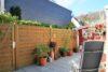 CITYHOUSE: Schönes, saniertes Eckreihenhaus mit gepflegtem Garten, 2 Terrassen, Keller, Garage - Seitliche Terrasse am Haus